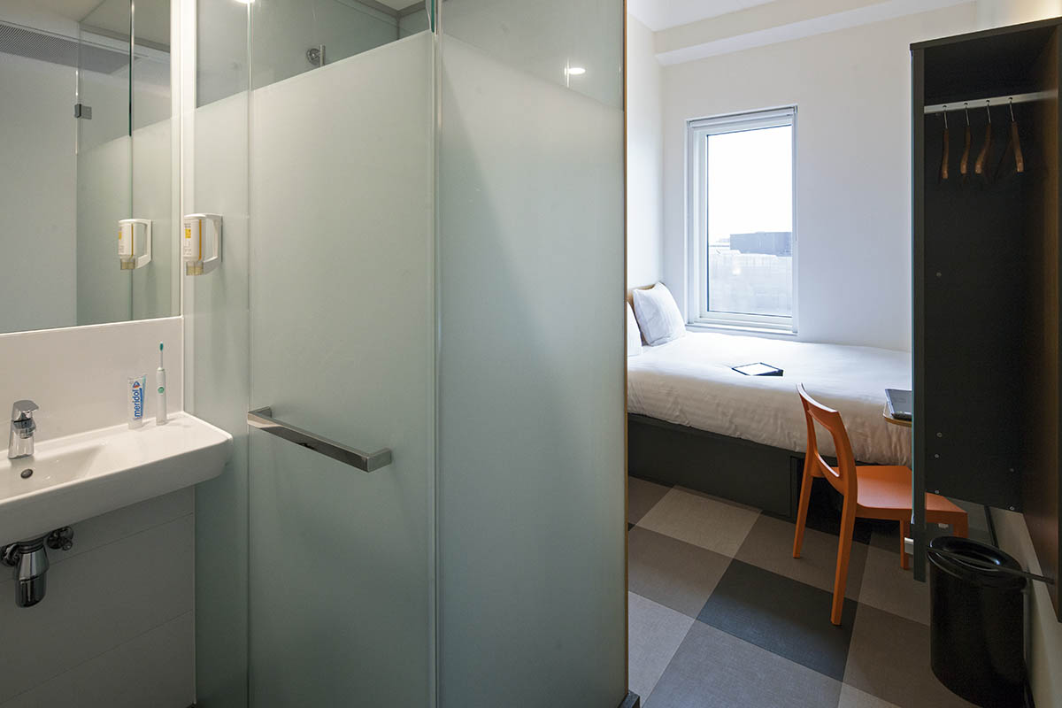Small double - ensuite bathroom