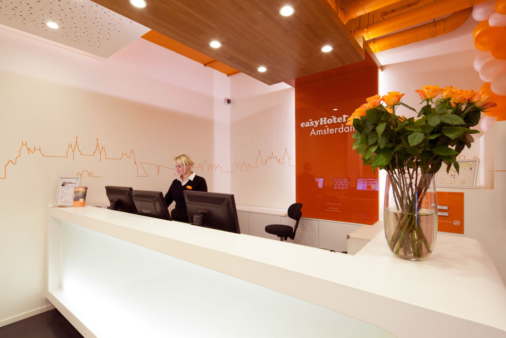 easyHotel Amsterdam City Centre reception